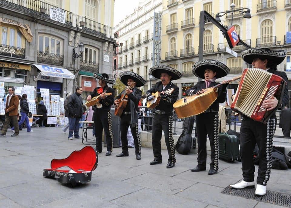 Musicians at Puerta del Sol