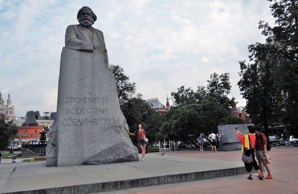 Couple at Karl marx Statue