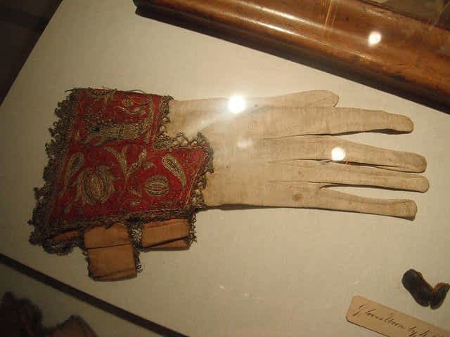 Ripley's Believe it or Not Charles I Glove