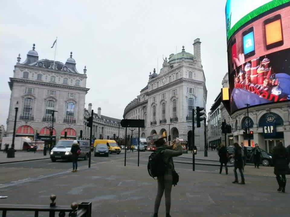 ±Tourist at Piccadilly Circus