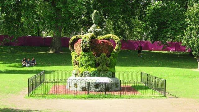 ST James's Park Crown