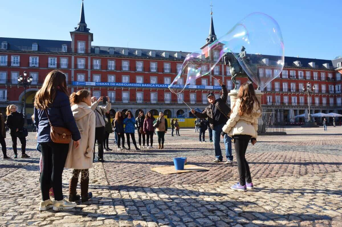 Street Bubble makers plaza Mayor Madrid