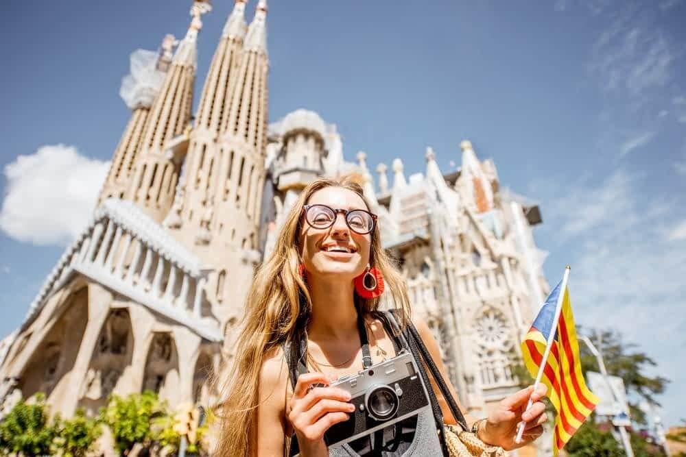 Girl infront of la Sagrada Familia